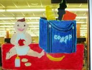 Petit bébé et sac de Coop, Coop de Tracadie, Été 2014